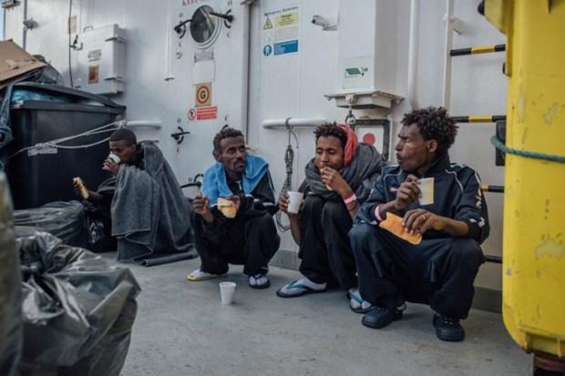 14_refugee_rescue_mediterranee.ngsversion.1483216204037.adapt.885.1