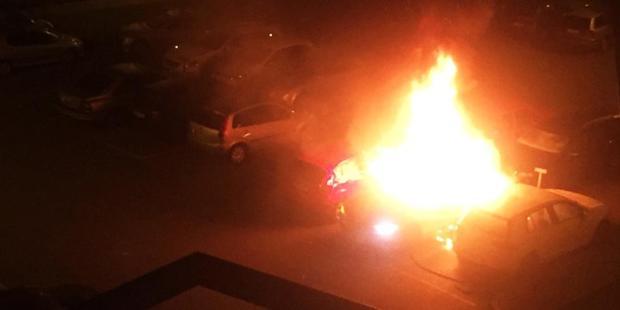 Tre-bilar-totalf-ouml-rst-ouml-rdes-och-fyra-skadades-vid-den-kraftiga-bilbranden-i